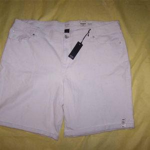 a.n.a. 24W Jean Shorts White Stretch